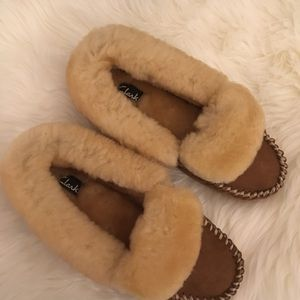 ♥️Clark's Shearling indoor/outdoor moccasins ☁️
